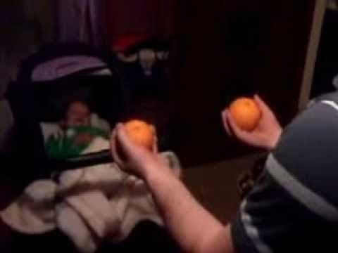Śmieszne pomarańcze – śmiech dziecka
