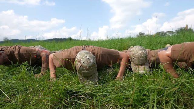 Friz i ekipa robią pompki w wojsku (EKIPA TRAFIŁA DO WOJSKA) !!!